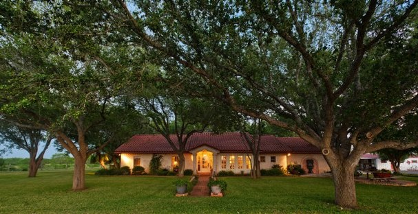 Get your tickets unify to beautify s 2012 ranch house tour for Beautiful ranch houses